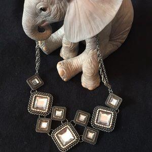 Jewelry - !!Host Pick!! ✨SALE ✨Fantastic statement necklace!